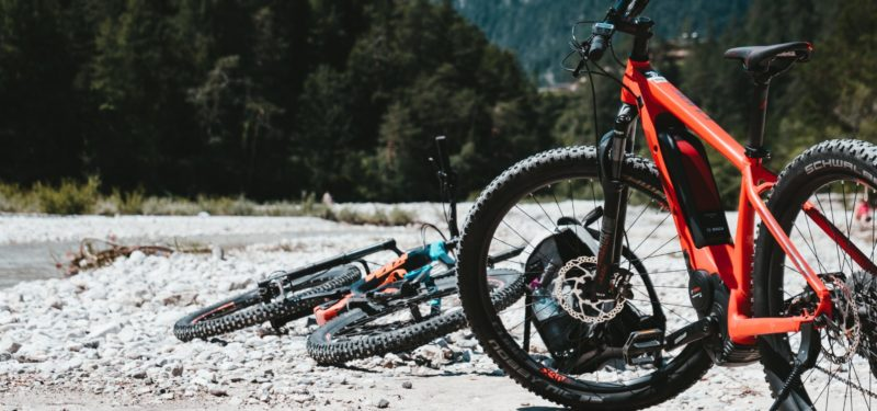 Can electric bicycles help pull motorcycles out of a hole?